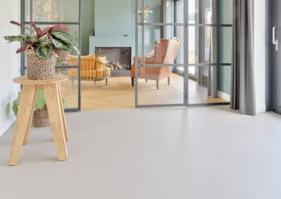 betonvloer met hout